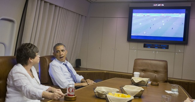 Obama watches US in World Cup on way to Minnesota