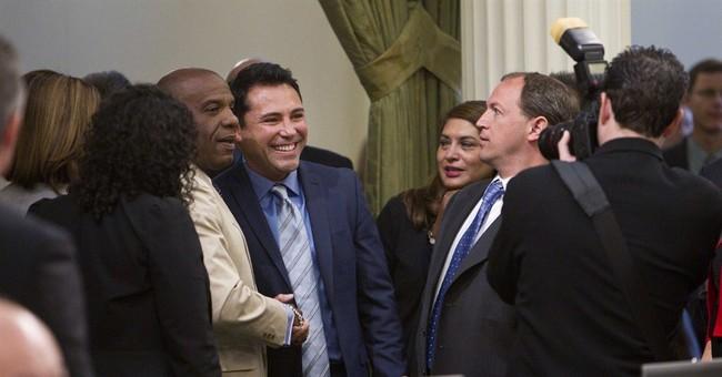 California lawmakers honor boxer Oscar De La Hoya