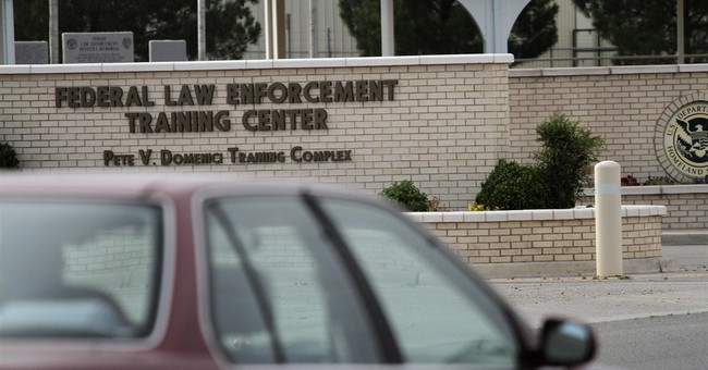 Feds: Immigrant center to expedite deportations