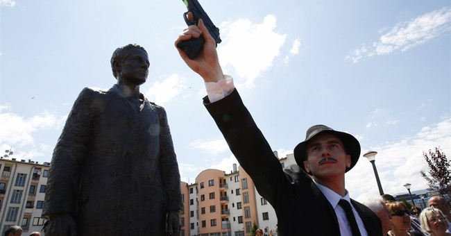 Bosnian Serbs erect statue to man who ignited WWI