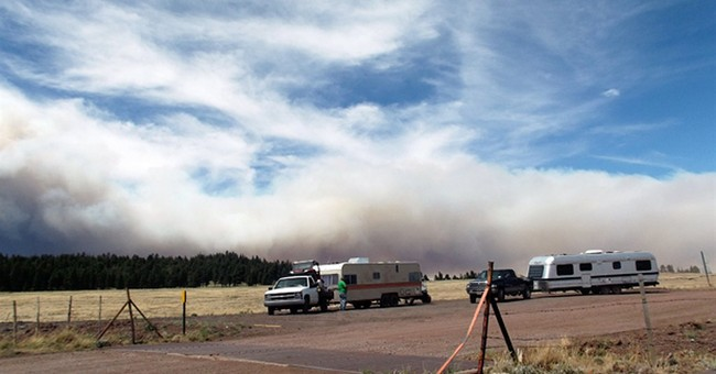 Arizona wildfire doesn't grow; evacuations remain