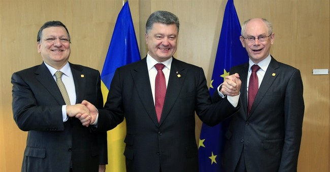Ukraine signs historic EU pact, snubbing Russia
