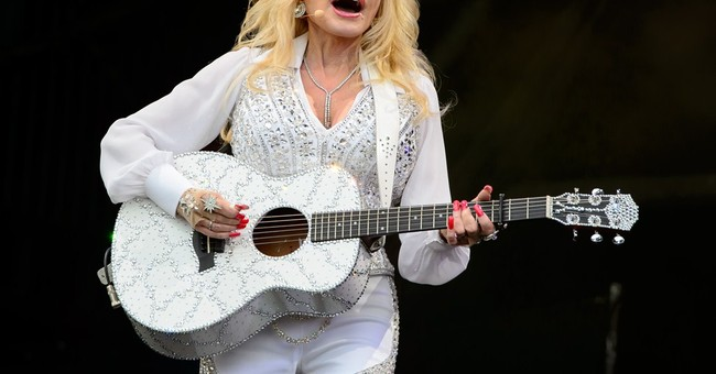 Dolly Parton thrills crowd at Glastonbury Festival