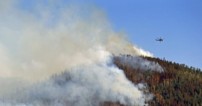 Arizona wildfire doesn't grow; evacuations remain