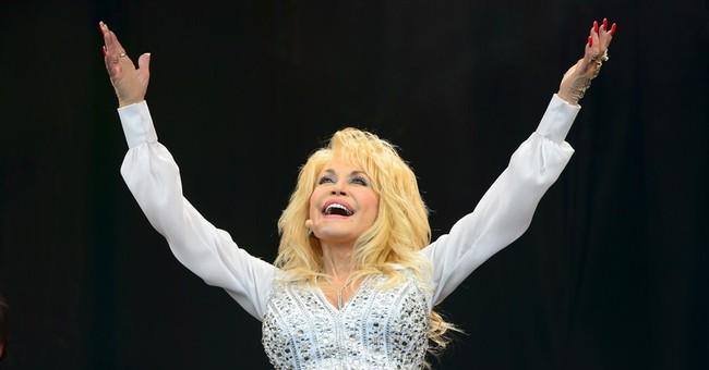 Dolly Parton thrills crowd at Glastonbury Festival