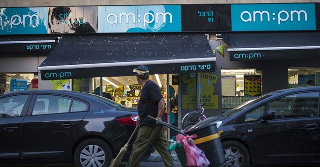 Israeli official closes Tel Aviv shops on Sabbath