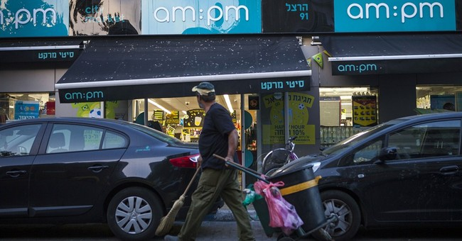 Israeli official closes Tel Aviv shops on Sabbath