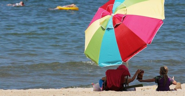 Officials clash over beach contamination warnings