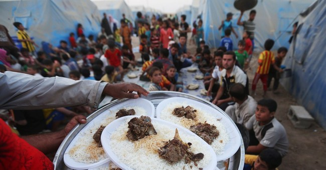 Tempers fray as displaced Iraqis break Muslim fast