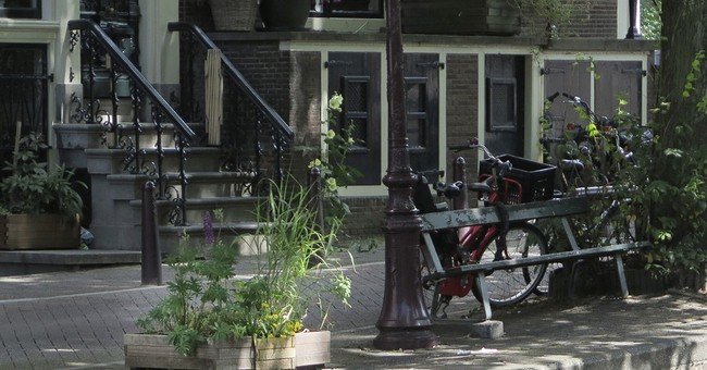 'Fault in Our Stars' Amsterdam bench missing