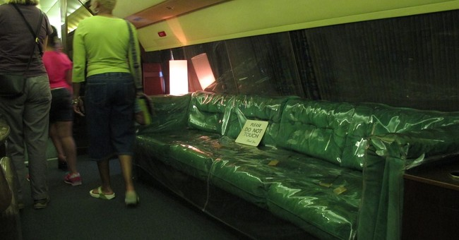 Graceland may remove Presley's old airplanes