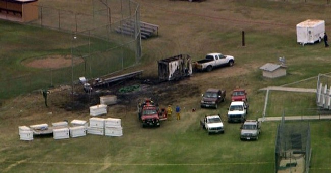 1 killed, 3 injured in Texas fireworks explosion