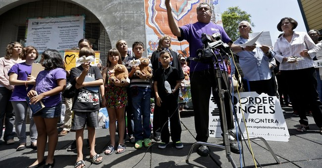 Feds booed in California after migrant standoff