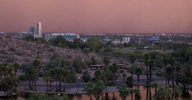 Dust storm hits Phoenix, flights grounded