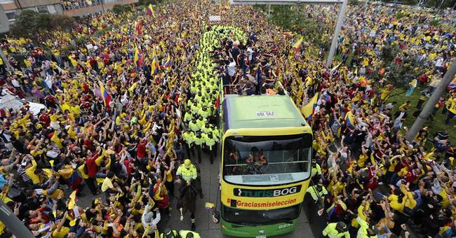Colombia WCup team welcomed home as heroes