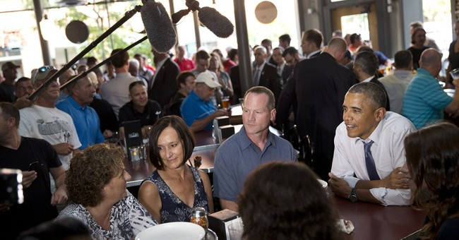 Obama has pizza and pool night in Denver