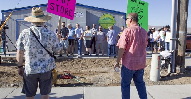 'Free the weed': Scenes from Washington pot sales