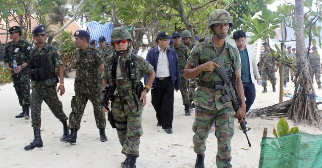 Thai soldiers hit the beach in cleanup campaign