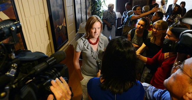 Judge: Gay couples can keep marrying in Colorado