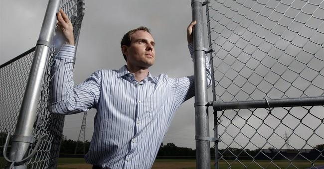 Ex-minor leaguers sue MLB over low salaries