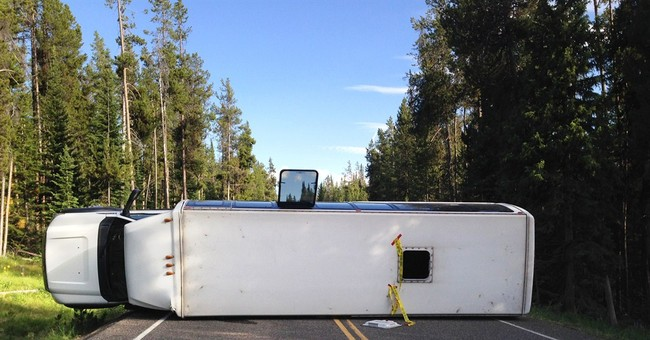 Bus carrying Chinese tourists crashes in Wyoming