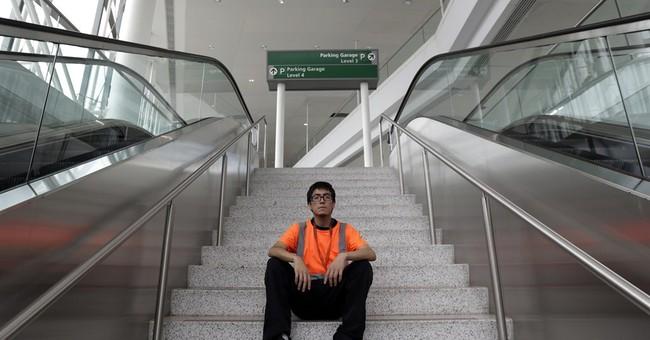 Deadline looms in Newark airport wage hike flap