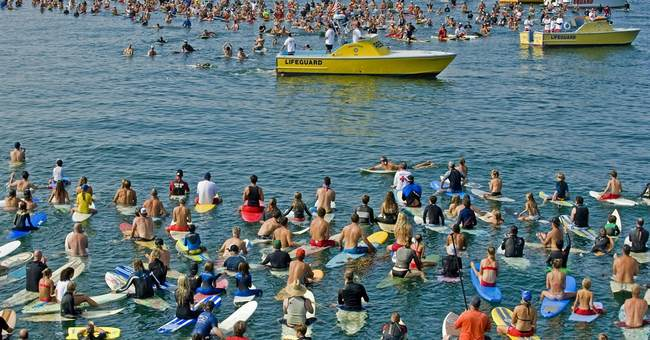Hundreds paddle out to recall drowned lifeguard