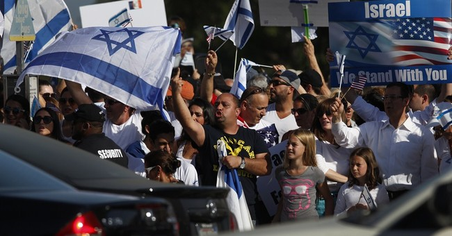 US officer fires shot in clash at pro-Israel rally