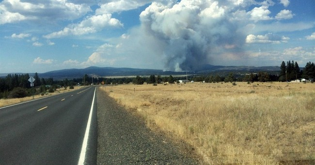 Oregon wildfire destroys homes, forces evacuations