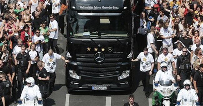 Germany World Cup heroes return to huge fan party