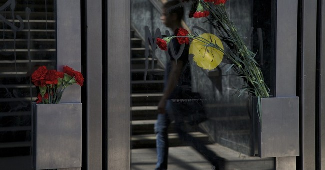 2 Moscow subway workers detained in deadly crash