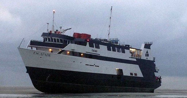 Stranded casino ship frees itself, docks in Ga.