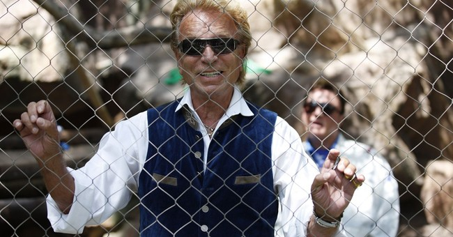 Siegfried & Roy welcome 3 snow-white lion cubs