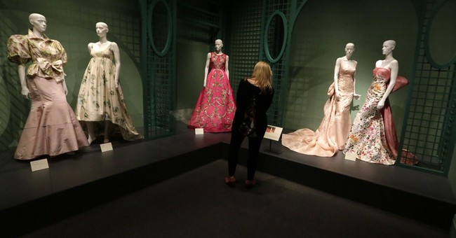 Oscar de la Renta exhibit opens at Bush library