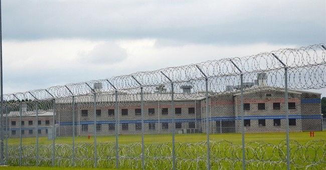 Prison roof in Texas collapses, 19 inmates injured