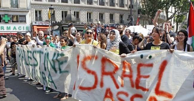 French police and pro-Palestinian protesters clash
