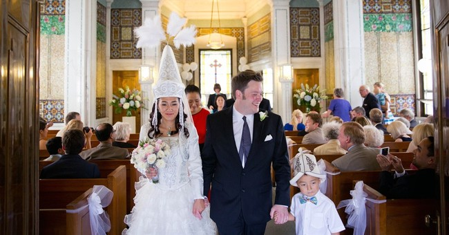 Couple marries in Omaha's largest cemetery