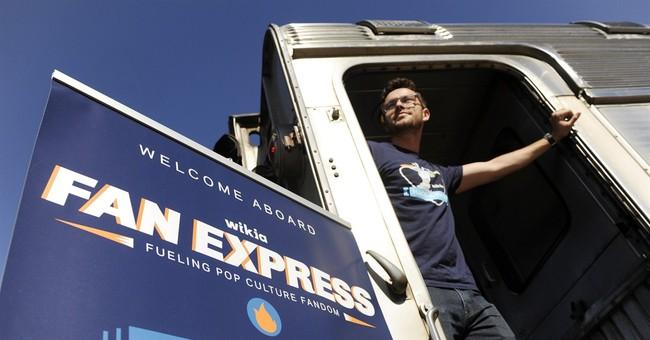 Fans hop aboard exclusive train to Comic-Con