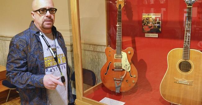 SD museum, collector dispute Elvis' broken guitar