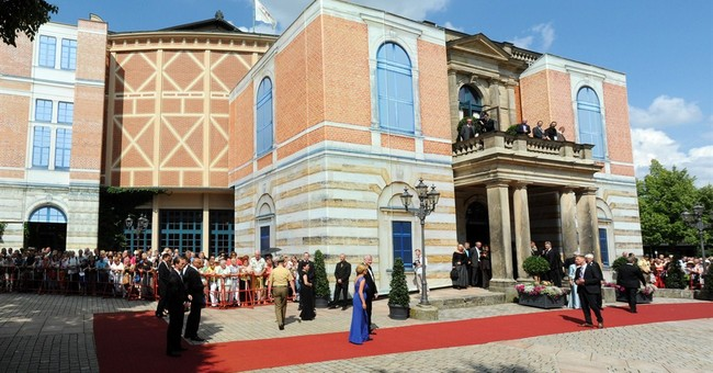 Bayreuth Wagner fest starts with stage malfunction