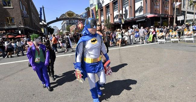 'Batman v Superman' stare-down comes to Comic-Con