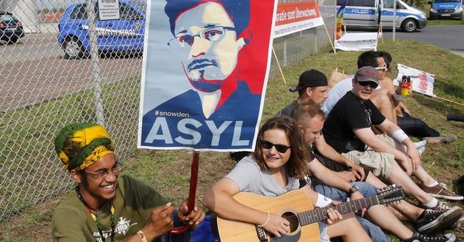 Snowden's asylum status in Russia ending