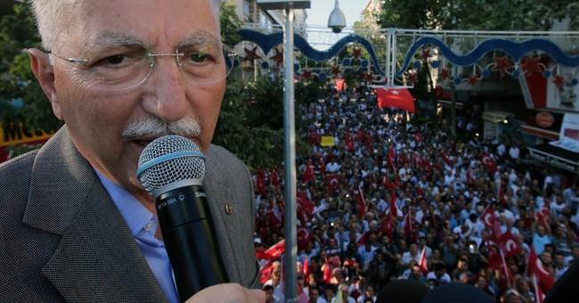 Expat Turks begin voting in presidential elections