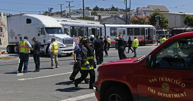 2 crashes minutes apart injure 40 in San Francisco