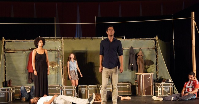 Touring 'Hamlet' gets a standing ovation at UN