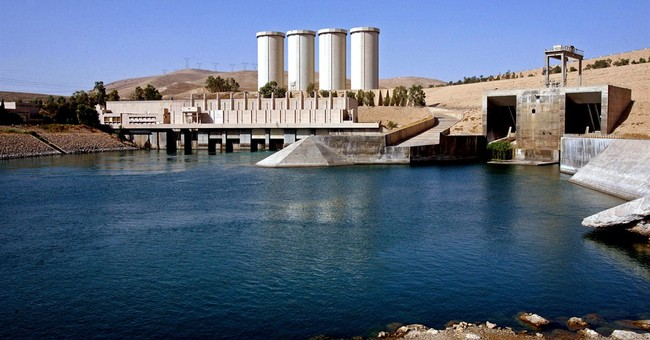Sunni militants target Iraq's two biggest dams