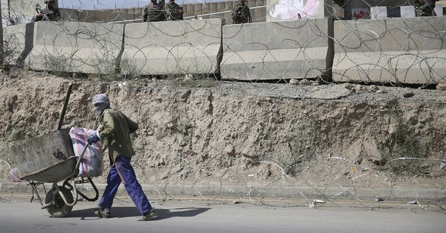 Afghan soldier kills US general, wounds about 15