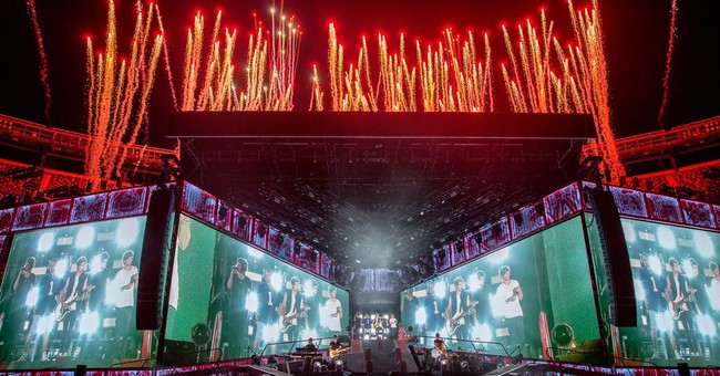 Review: One Direction uneven at stadium concert