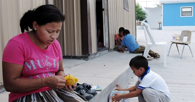 Flow of child immigrants slows along Texas border