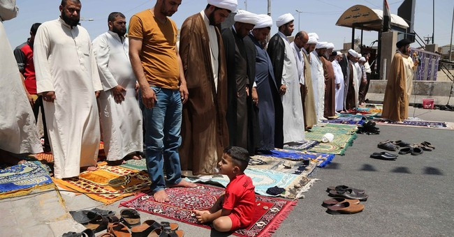 Iraqis flee militants as US warplanes strike